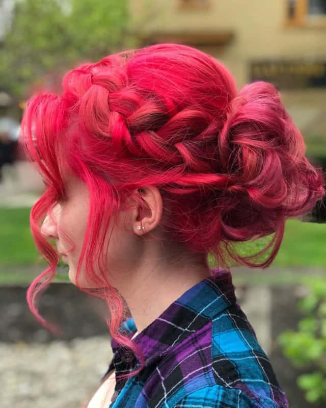 Peinados-de-noche-2022,-hechos-con-manos-propias