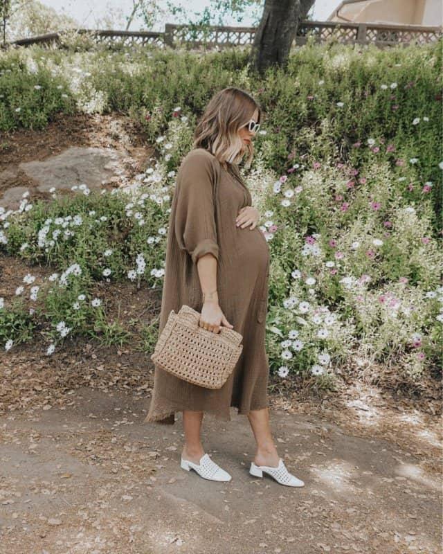 Vestidos-de-maternidad-2022;-moda-de-ropas-de-maternidad