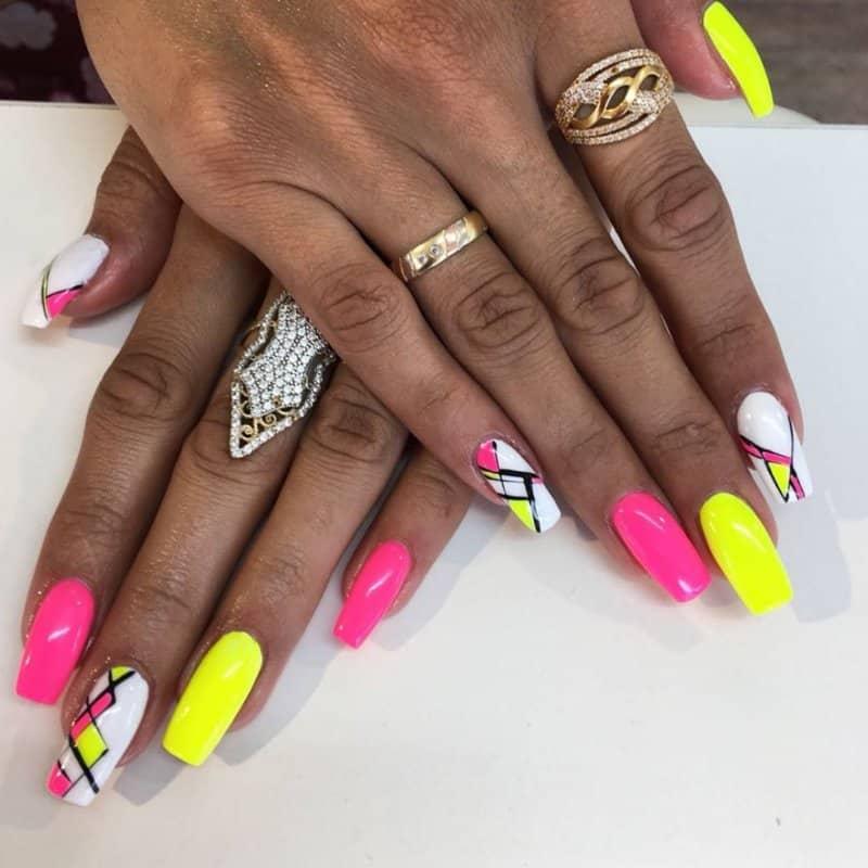 Uñas-de-verano-2020;-tendencias-de-moda-de-colores
