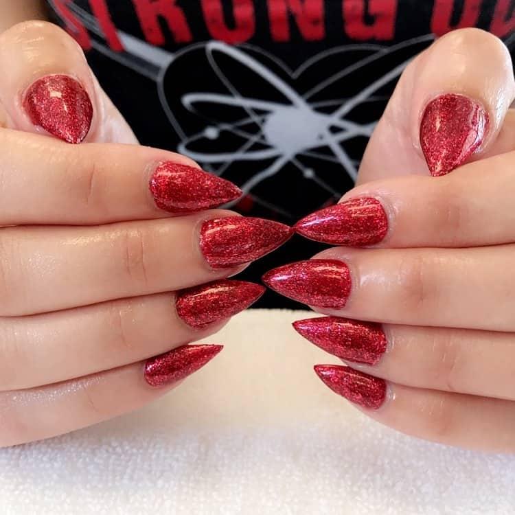 Uñas-rojas-2020;-tendencias-de-moda-para-uñas-rojas