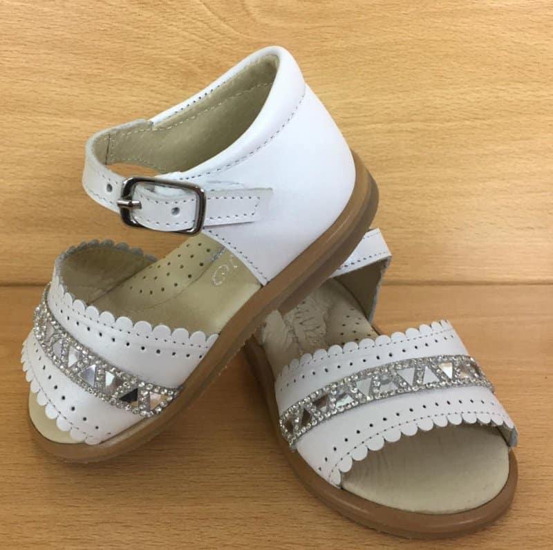 Zapatos-para-niñas-2020;-tendencias-de-zapatos-para-chicas