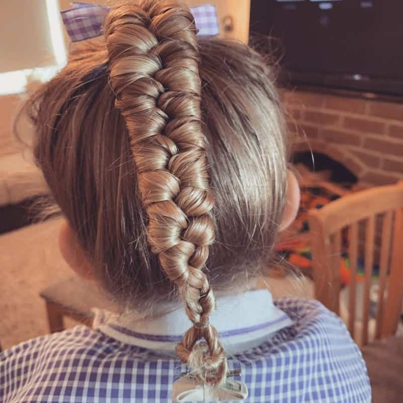 Peinados-para-niñas-2022:-Tendencias-para-la-longitud-media