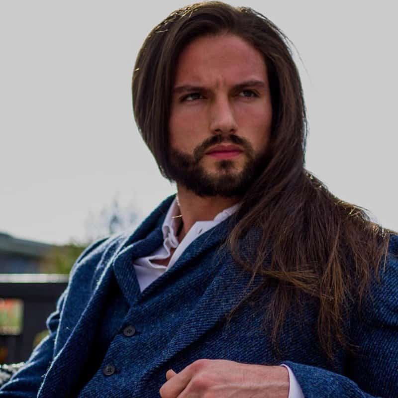 Peinados-largos-para-hombres-Tendencias-de-pelo-moderno-de-hombres