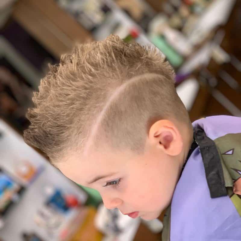 Pelo-de-erizo-Tendencias-de-peinados-de-pelo-para-niños