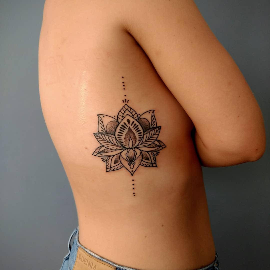 Flor-de-loto-tatuaje-Imágenes-u-opciones-de-tatuajes-femeninos-de-moda