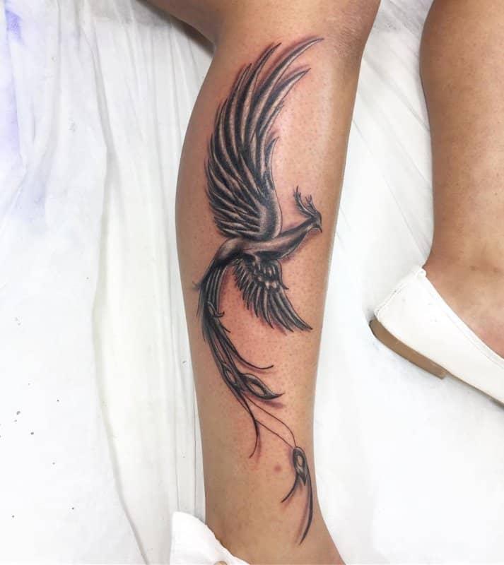 Phoenix-tatuaje-El-ave-fénix-en-las-tendencias-actuales-de-arte-corporal-de-moda