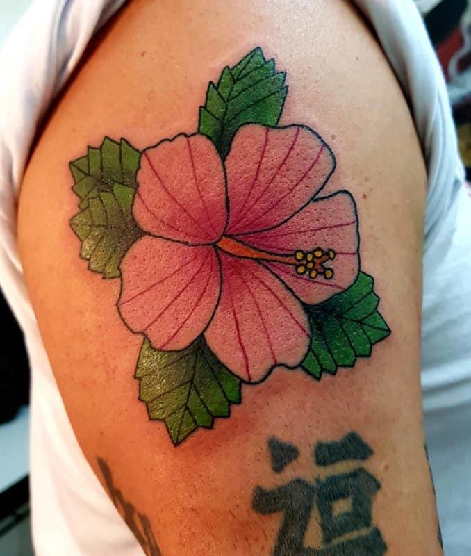Tatuaje-hibisco-femenino-y-masculino-Tendencias-y-diseños-principales-de-moda