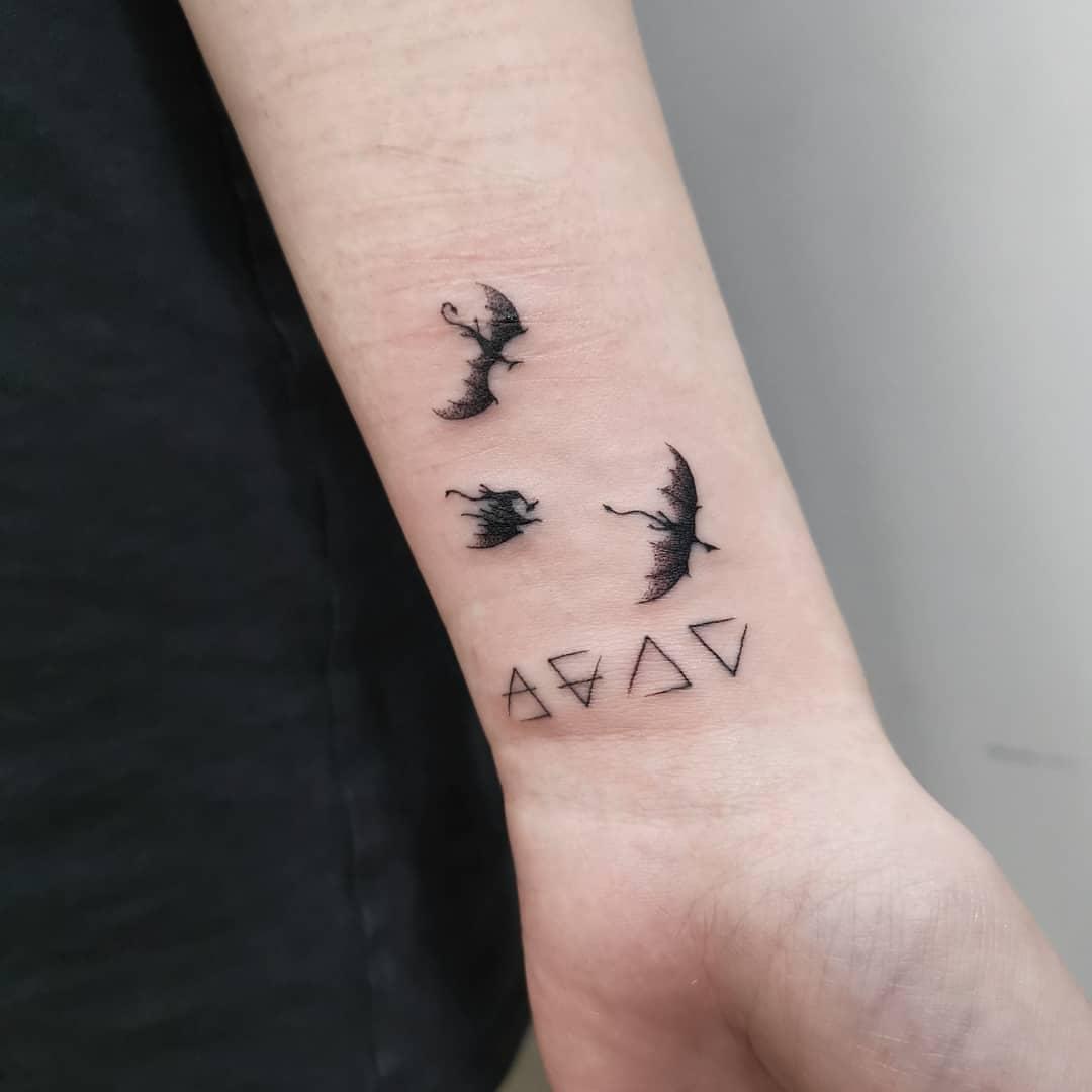 Tatuaje-triangulo-Las-ideas-misteriosas-y-contemporáneas-del-tatuaje-triángulo