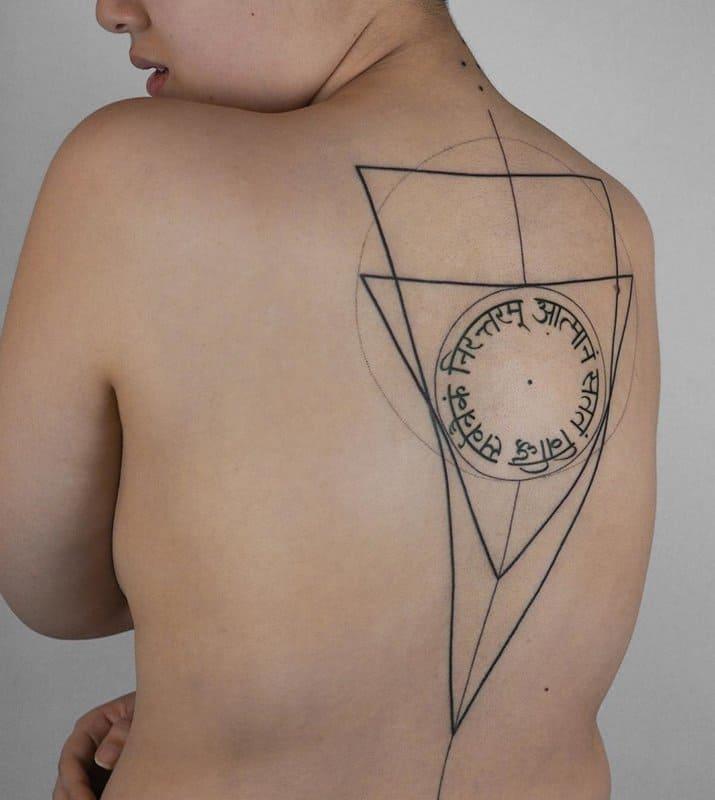 Tatuajes-columna-vertebral-mujer-Las-tencencias-principales-de-tatuajes-elegantes