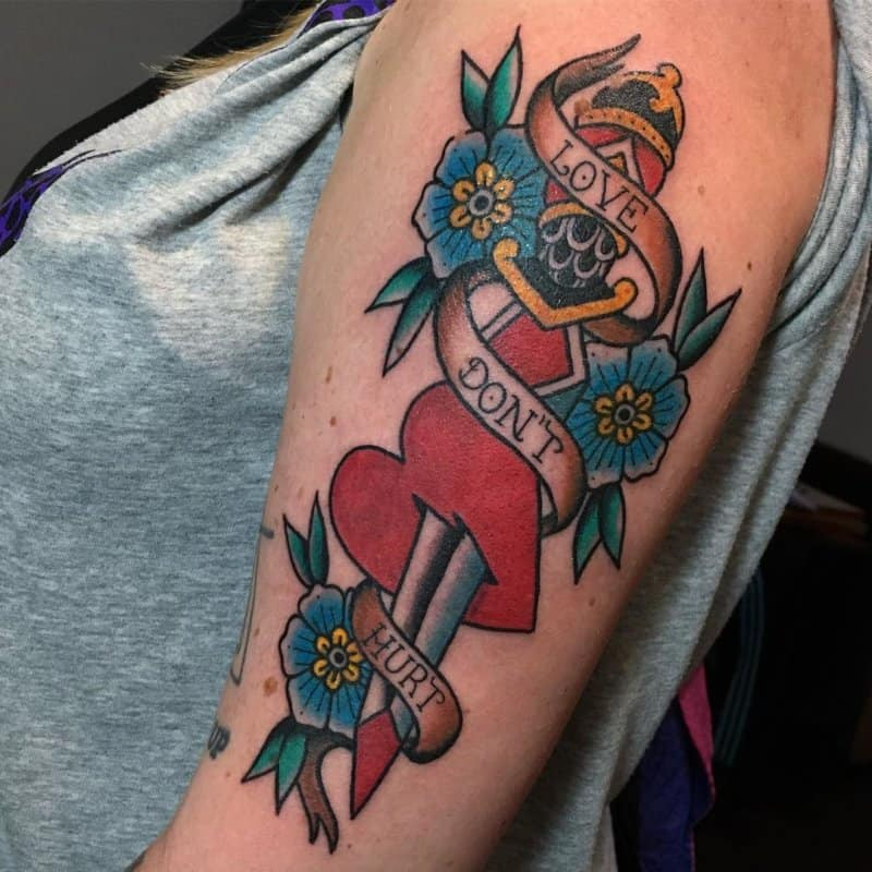 Tatuajes-de-corazones-Ideas-creativas-del-tatuaje-del-corazón-para-mujer-y-hombre