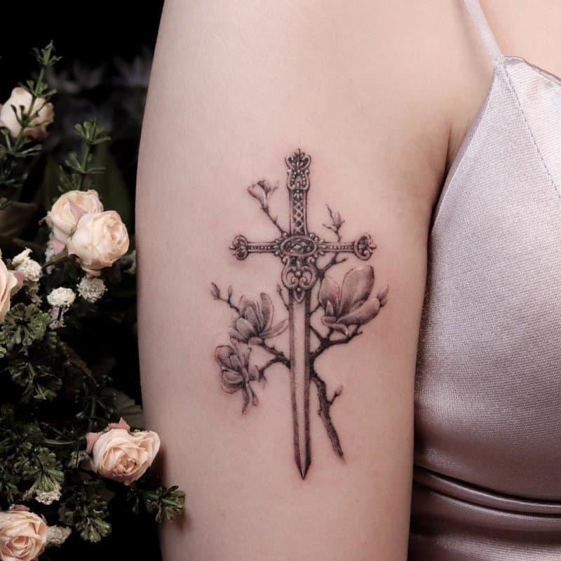 Tatuajes-de-espadas-Diseños-únicos-del-tatuaje-de-espada-para-mujer-y-hombre