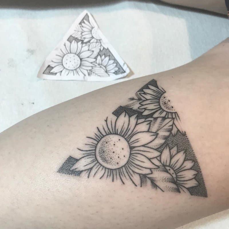 Tatuajes-de-girasoles-Algunas-ideas-brillantes-del-tatuaje-del-girasol-para-mujeres