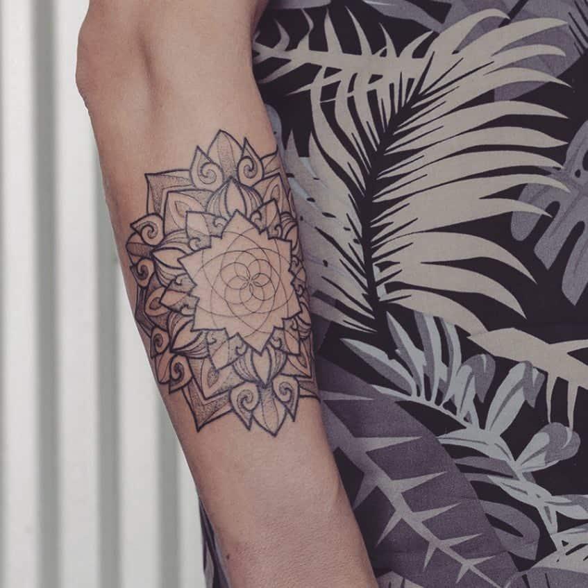 Tatuajes-de-mandalas-Los-increíbles-tatuajes-de-Mandala-para-mujeres-modernas