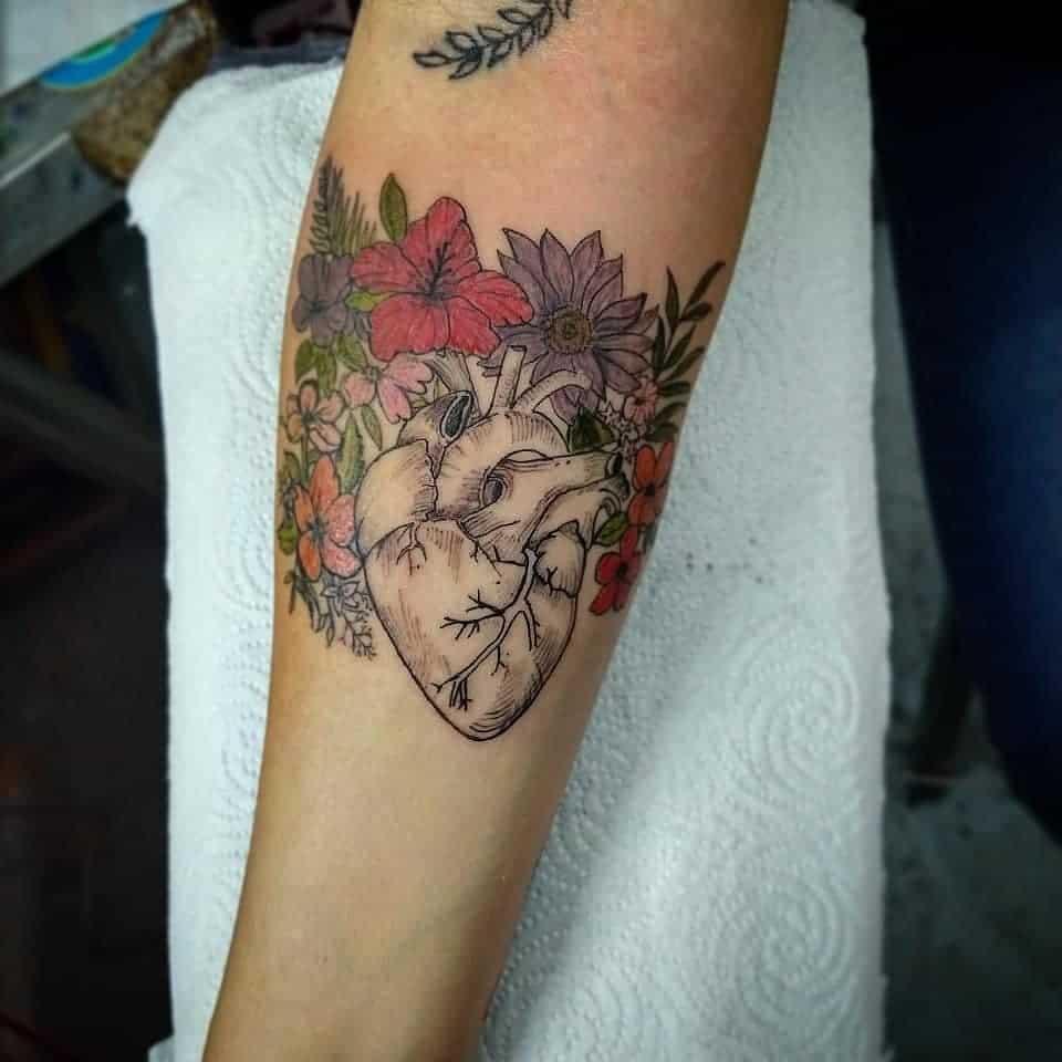 Tatuaje-corazón-masculino-y-femenino-Opciones-creativas-en-fotos