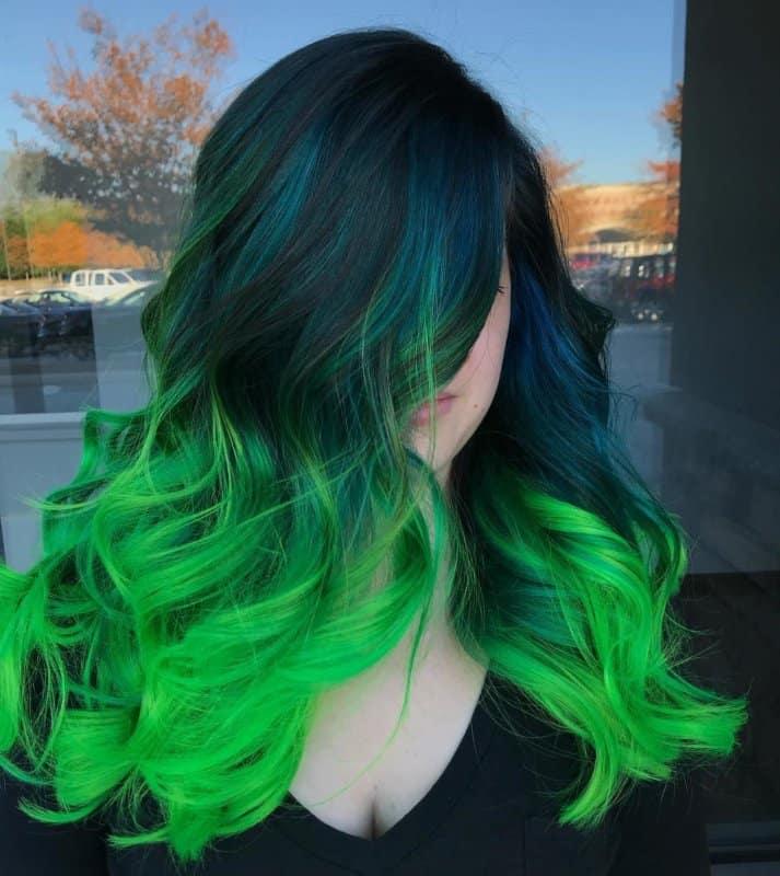 Cabello-verde-Elija-tono-verde-a-partir-de-tonos-lima-a-verde-mar-de-moda
