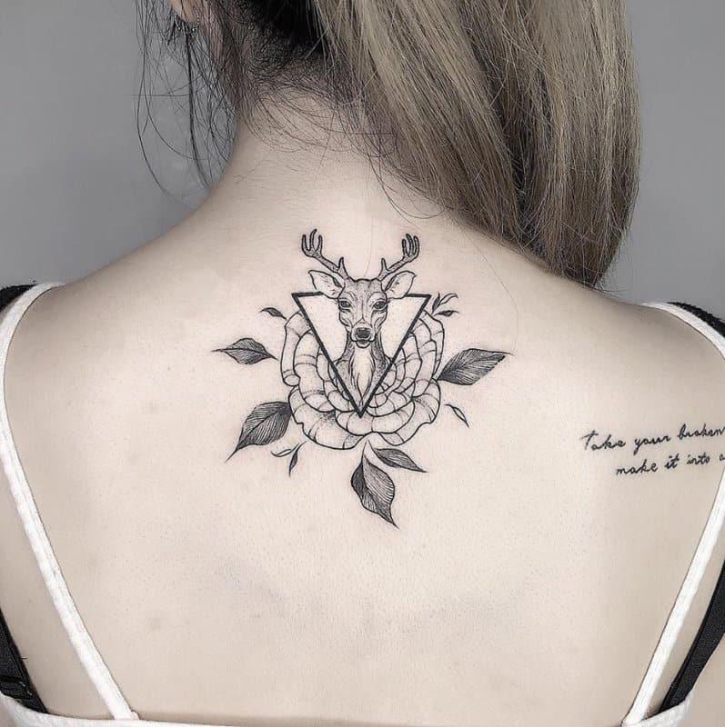 Tatuajes-e-ciervos-Ideas-y-significado-de-tatuajes-atractivos-y-modernos-de-ciervos