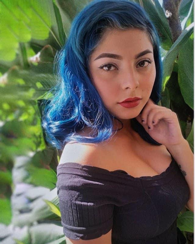 Pelo-azul-Tendencias-contemporáneas-para-las-mujeres-y-chicas-atrevidas